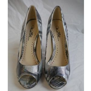 Wild Rose Shoes - Iridescent Silver Abstract Print Peep-Toe Heels 8